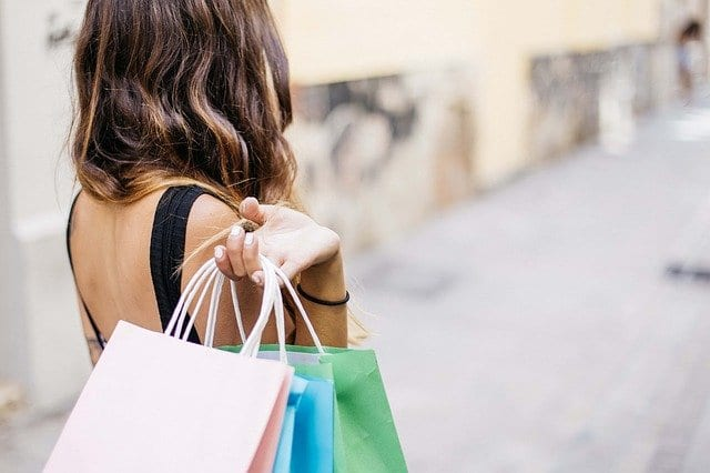 woman shopping-Image by gonghuimin468 from Pixabay