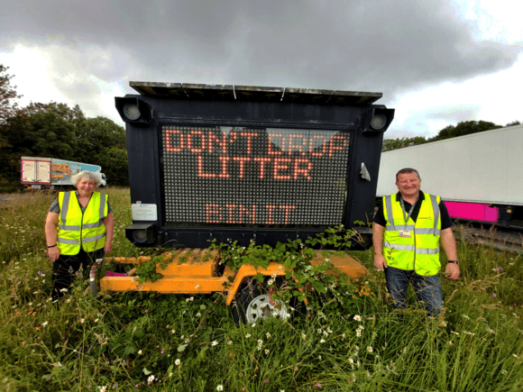 a27-litter-signs-cllr-julie-carr-and-neil-peters